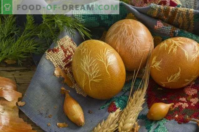 How to paint eggs for Easter with turmeric, onion peel, gauze ...