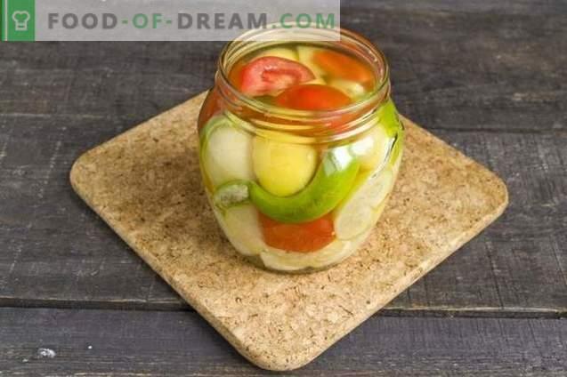 Gemüseteller für den Winter mit Physalis, Pfeffer und Tomaten