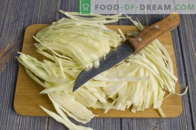 Pasta mit Hüttenkäseauflauf und Kohl