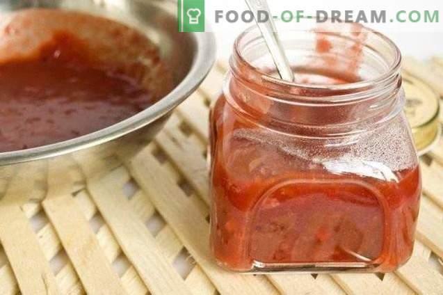 Tkemali-Sauce mit Gemüsescheiben