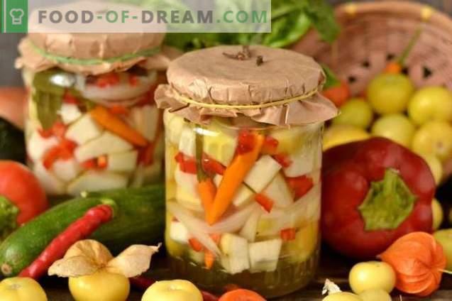 Marinierte Zucchini mit Zwiebeln, Pfeffer und Physalis