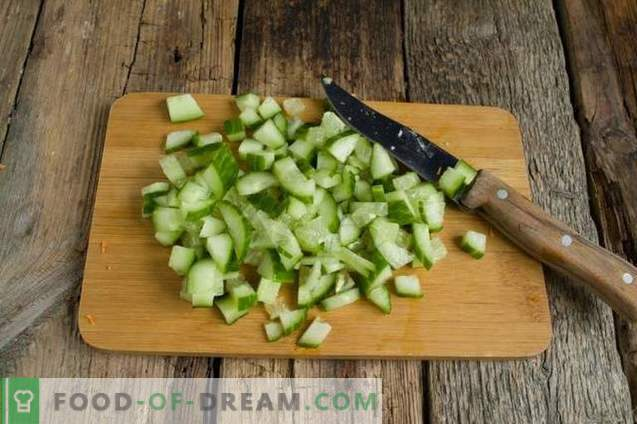 Essiggurke mit Gerste, Gurken und Hähnchen