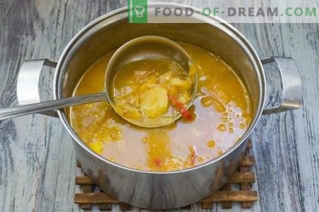 Suppe mit Linsen, gelben Tomaten und jungen Kartoffeln