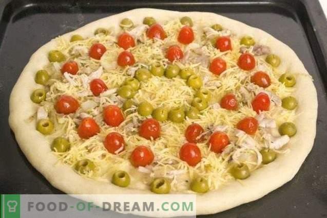 Pizza mit Hühner- und Kirschtomaten