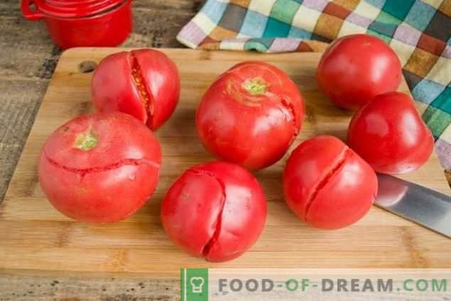 Hausgemachtes Tomatenketchup und Winterpflaumen