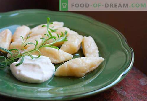 Quarkknödel sind die besten Rezepte. Wie man richtig und lecker traditionelle und faule Knödel mit Hüttenkäse zu Hause zubereitet.