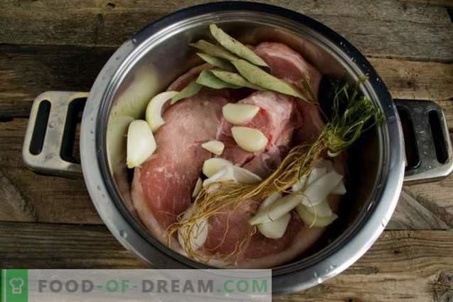 Sauerkraut-Borsch mit Schweinefleisch