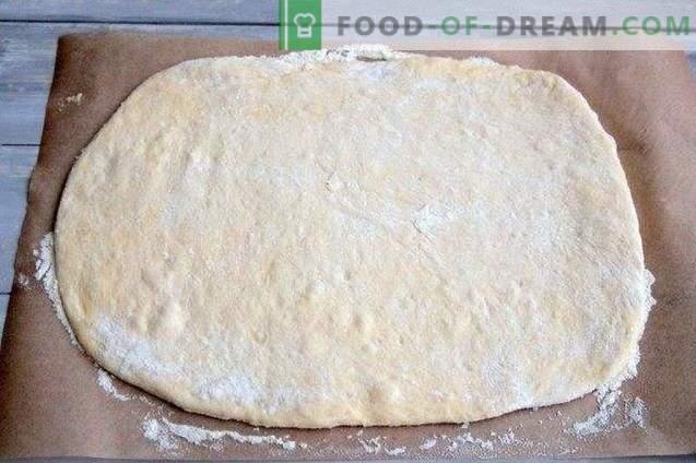 Pizzarol met olijven, gedroogde pepers en kaas