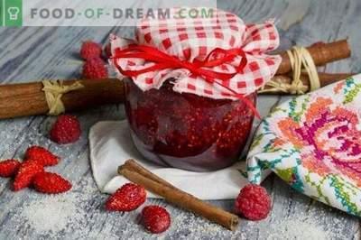 Strawberry jam with raspberries and cinnamon