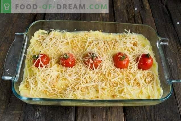 Tourte au poulet garnie de fromage et de croûte d'arachides