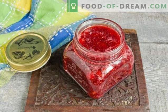 Dicke Erdbeer- oder Erdbeermarmelade