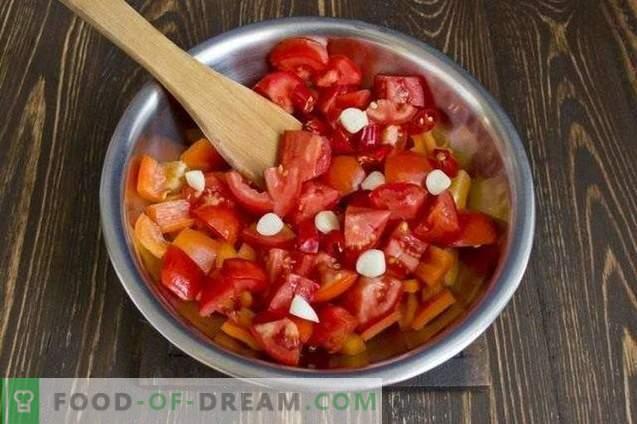 Zucchini mit Karotten, in Gemüsesoße gedünstet, für den Winter