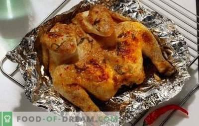 Duftendes und saftiges Hühnchen in Folie im Ofen - schnell, einfach und lecker. Hähnchen in Folie im Ofen garen - Schritt für Schritt Rezepte