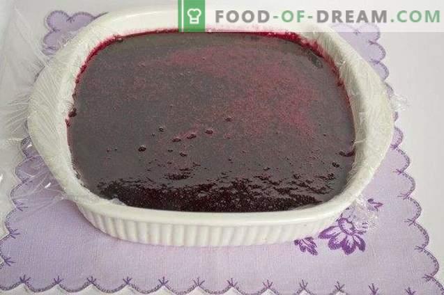 Huisgemaakte marmelade gemaakt van kersenpruim