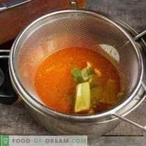Helle Cremesuppe mit Meeresfrüchten