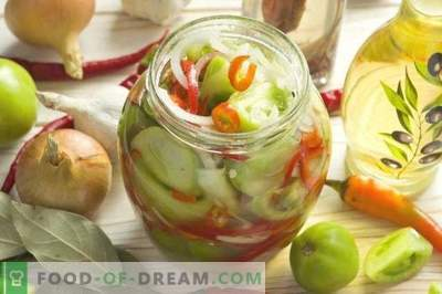 Salad of green tomatoes with onions and peppers for the winter