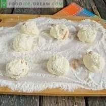 Manne-Käse-Knödel mit getrockneten Aprikosen und Schokolade