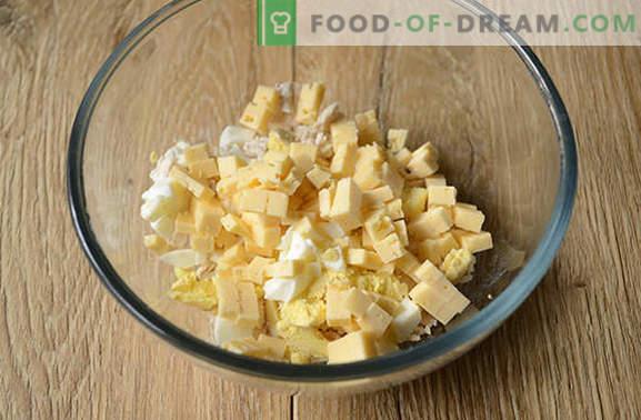 Salat mit Pilzen und Hühnchen: Vorspeise und volles Hauptgericht. Schritt für Schritt Foto-Rezept für einen herzhaften Salat aus Hähnchenfilet, Champignons und Käse