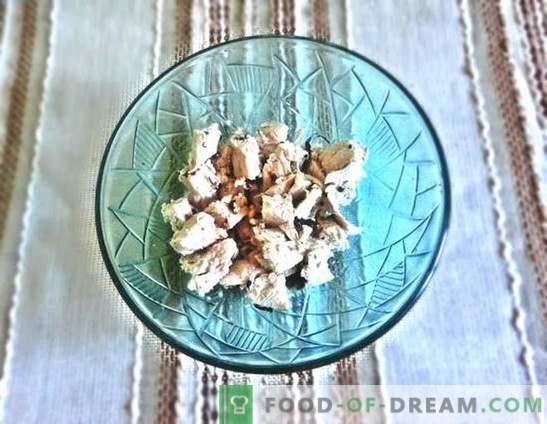 Salat mit der Brust: ein Rezept mit Fotos. Schritt für Schritt Beschreibung eines erstaunlichen Salats mit Brust, Pflaumen, Käse und Chinakohl