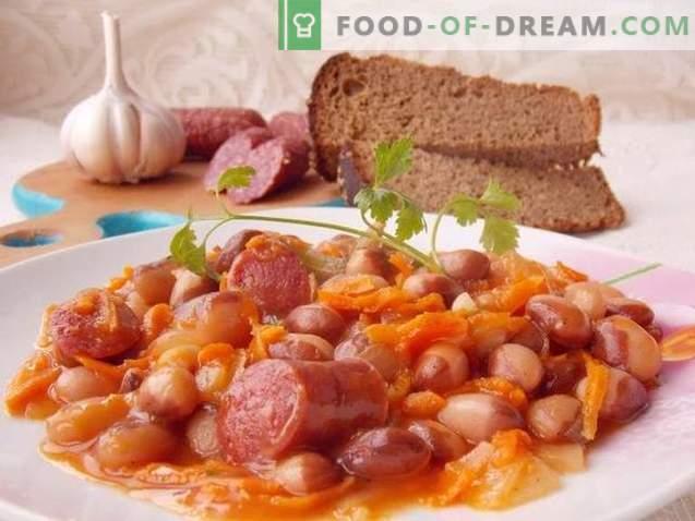 Geräucherter Wursteintopf in Tomatensauce