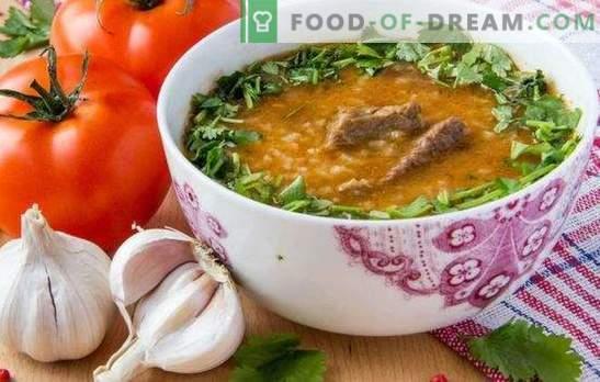 Kharcho En Georgien Est Une Soupe Traditionnelle De La Cuisine
