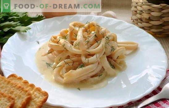 Tintenfische in Sauerrahm sind eine saftige Muschelschale. Tintenfischrezepte in Sauerrahmsoße mit Gemüse, Käse, Champignons, Knoblauch, Tomaten