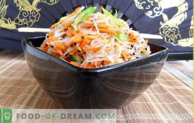 Funchoza mit Karotten - orientalische Noten im Alltagsmenü. Mit Karotten und Fleisch gefüllte Rezepte mit Zwiebeln, Paprika, Gurken, Kohl