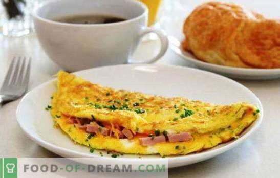 Rührei mit Wurst in einer Pfanne - ein einfaches Frühstück. Rezepte für ein Omelett in einer Pfanne mit Wurst und Käse, Tomaten, Speck, Gemüse