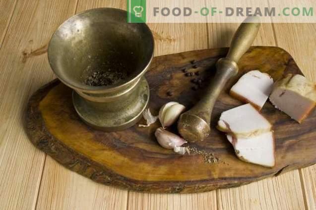 Ukrainischer Borschtsch mit Schmalz und gebackenen Rüben