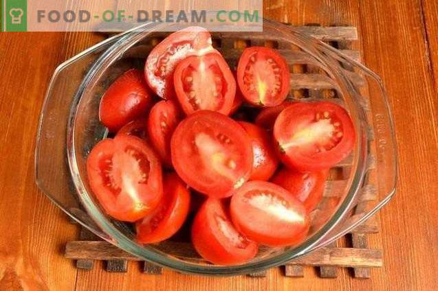 Grüne Peperoni in Apfel- und Tomatenfüllung