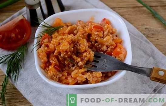Reis mit Hackfleisch und Gemüse in einer Tomate: Fantasie über das Risotto der verfügbaren Produkte. Fotorezept zum Kochen von Reis mit Hackfleisch und Gemüse in Tomaten: Schritt für Schritt