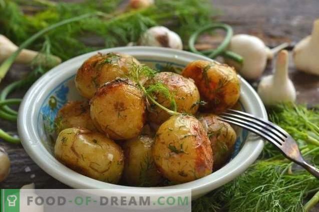 Patatas nuevas, asadas en una sartén