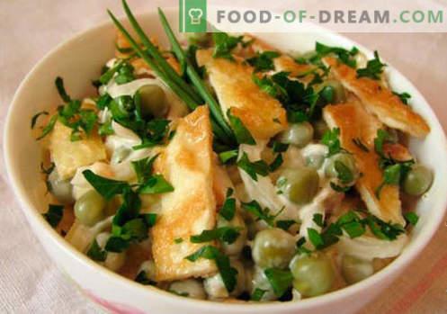 Omelettsalat - eine Auswahl der besten Rezepte. Wie man richtig und lecker gekochten Salat mit Rühreiern macht.