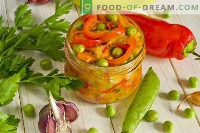Paprikasalat mit Zucchini und Erbsen