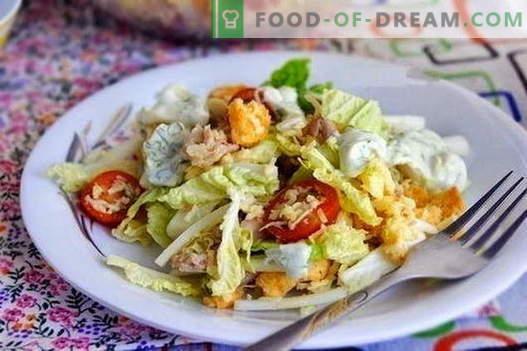Salate mit Hühnchen und Chinakohl sind die besten Rezepte. Salat vom Huhn und Chinakohl richtig kochen.
