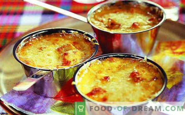 Atemberaubende hausgemachte Juliens mit Hühnchen und Champignons, Rezepte in Kokotten, Töpfen, Backblechen