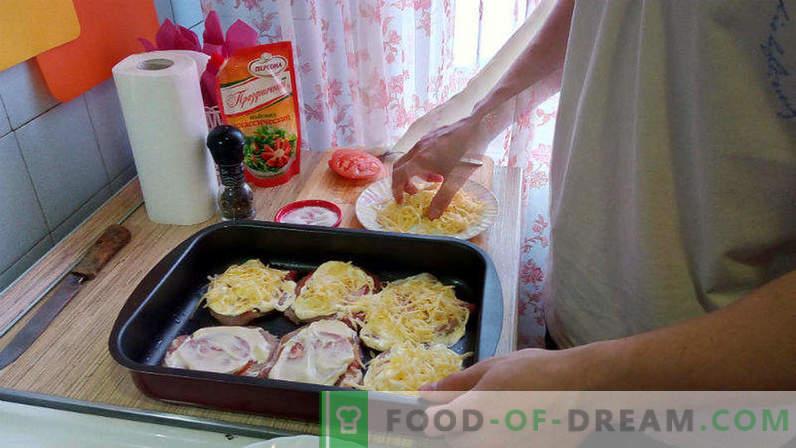 Kiauliena krosnyje su pomidorais ir sūriu, kiaulienos eskalopa orkaitėje