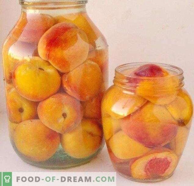 Konservierte Pfirsiche in Sirup
