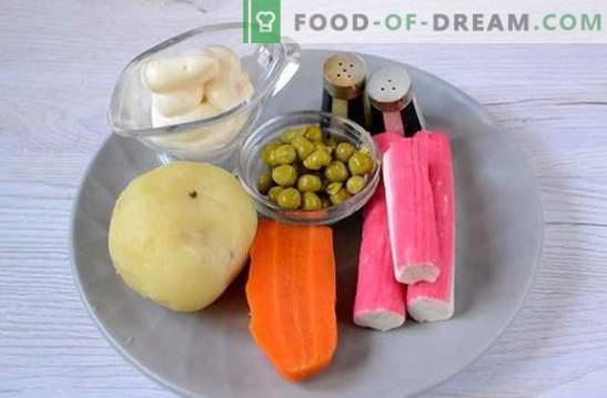 Salat mit Krabbenstäbchen und grünen Erbsen: ein universelles Rezept für einen Urlaub und an Wochentagen. Schritt für Schritt Rezept zum Kochen von Salat mit Krabbenstäbchen und Erbsen (Foto)