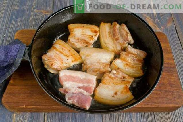 Schweinebauch mit gedünstetem Kohl und Pilzen