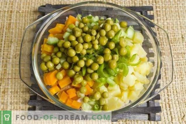Salat mit geräucherter Hühnerbrust und Gemüse