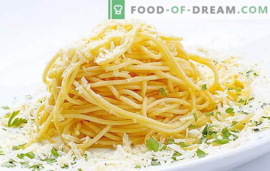 Spaghetti mit Käse ist ein italienisches Gericht auf unserem Tisch. Schnellrezepte zum Kochen von Spaghetti mit Käse und verschiedenen Zusatzstoffen