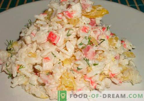 Krabbensalat mit Reis - bewährte Rezepte. Wie man Krabbensalat mit Reis kocht.