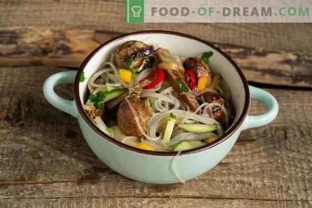 Warmer Salat mit Funchoza, Rindfleisch und Pilzen