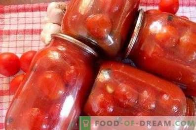 Tomaten in Tomatenpaste für den Winter