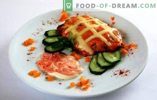 Schweinefleisch im Ofen mit Tomaten und Käse ist eine würdige Dekoration eines Festes. Rezepte Schweinefleisch im Ofen mit Tomaten und Käse: Die Franzosen haben nichts damit zu tun!